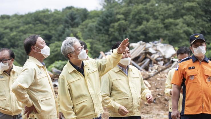 """이천·가평 수해현장 찾은 이재명지사 , """"저수지 관리 방식 재검토, 산지 전용허가 기준 강화해야"""""""