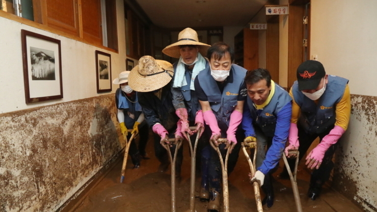 경기도의회 의원 및 사무처 직원 100여 명,  안성·이천 등 수해현장 찾아 대대적 봉사활동 실시