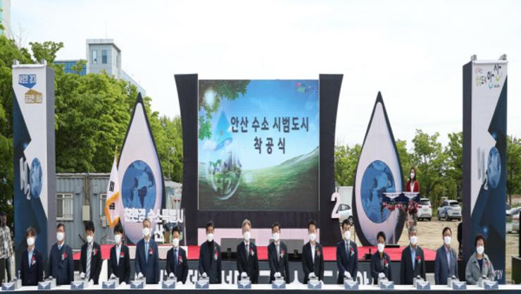 """경기도 지사 이재명, """"수소에너지 대전환 통해 위기를 기회로 만들어야"""""""
