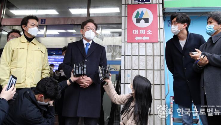 경기도, 신천지 과천 본부 강제 역학조사 진행하여  도내 신도  9,930명 명단 확보
